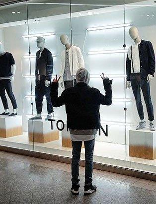 3col-top-fashion-marketing-graduate-jake-jang-topman-peace-display